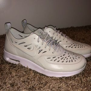 nike are max thea sneakers
